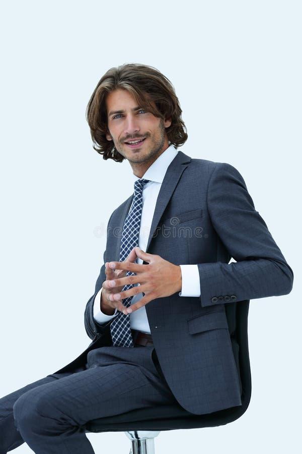 Приглашая бизнесмен сидя на стуле с расслабленной ориентацией стоковое фото