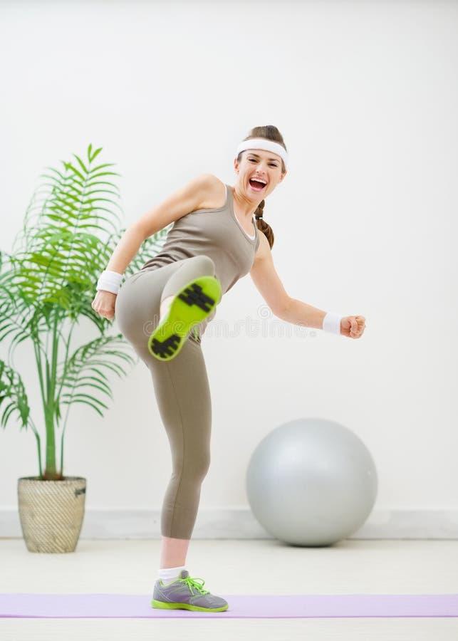 пригодность пиная женщину sportswear стоковая фотография rf
