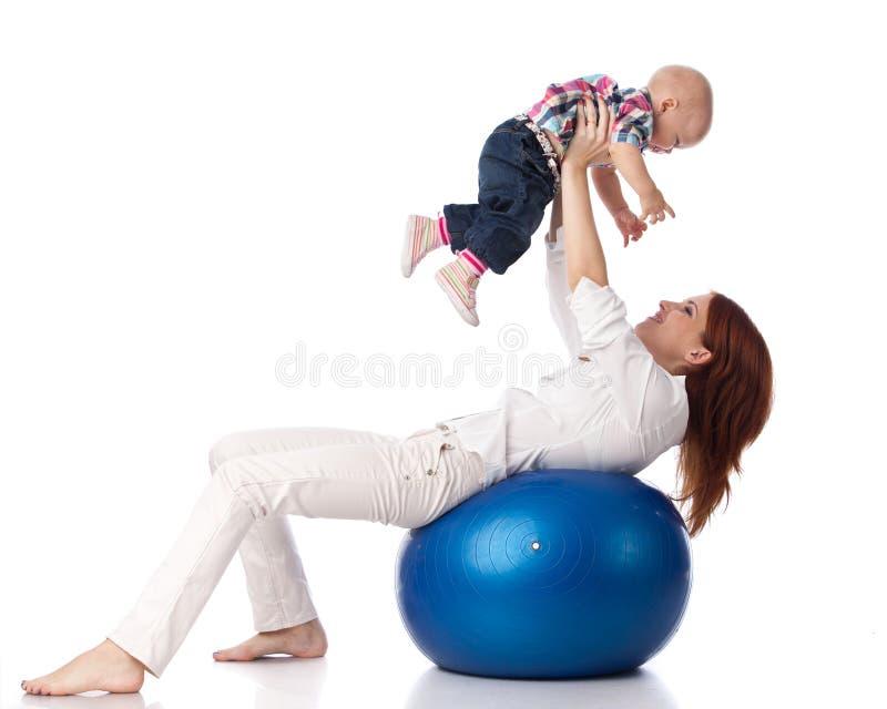 пригодность семьи шарика счастливая стоковые фотографии rf