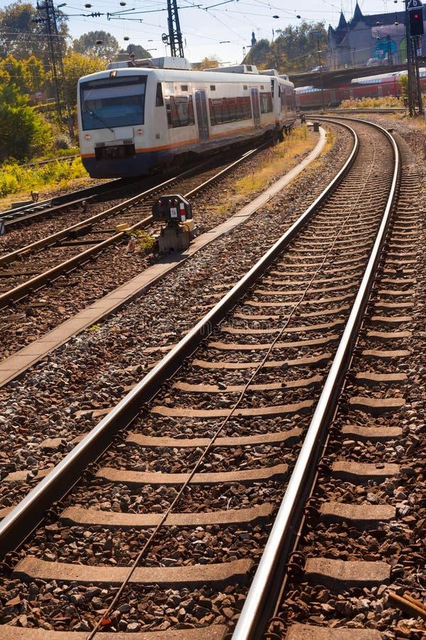 пригородный поезд стоковые изображения