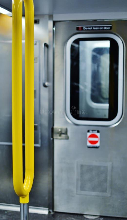 Пригородный поезд MTA дизайна интерьера вагона метро Нью-Йорка стоковое изображение