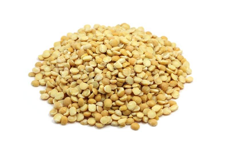 Пригорошня высушенных семян гороха стоковое изображение rf