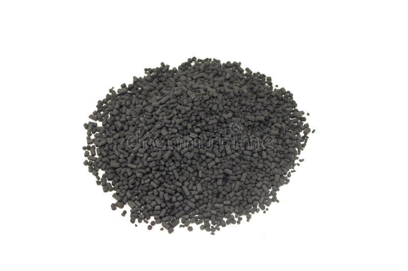 Пригорошня зерен активированного угля стоковые фото