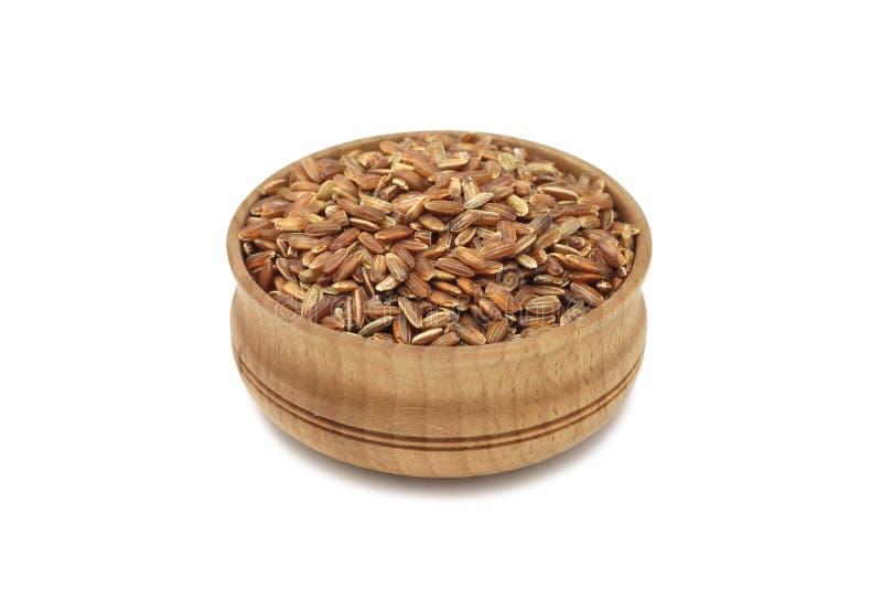 Пригорошня зерен риса в деревянном шаре стоковая фотография rf