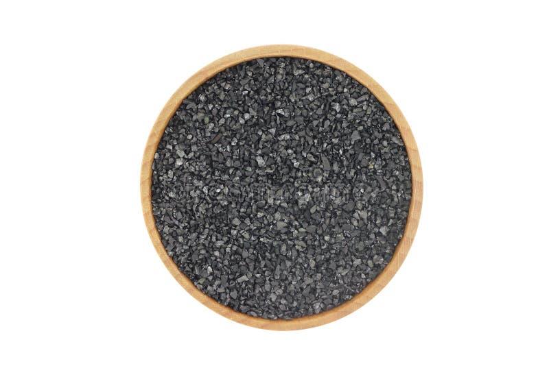Пригорошня черного угля в деревянном шаре стоковые фотографии rf