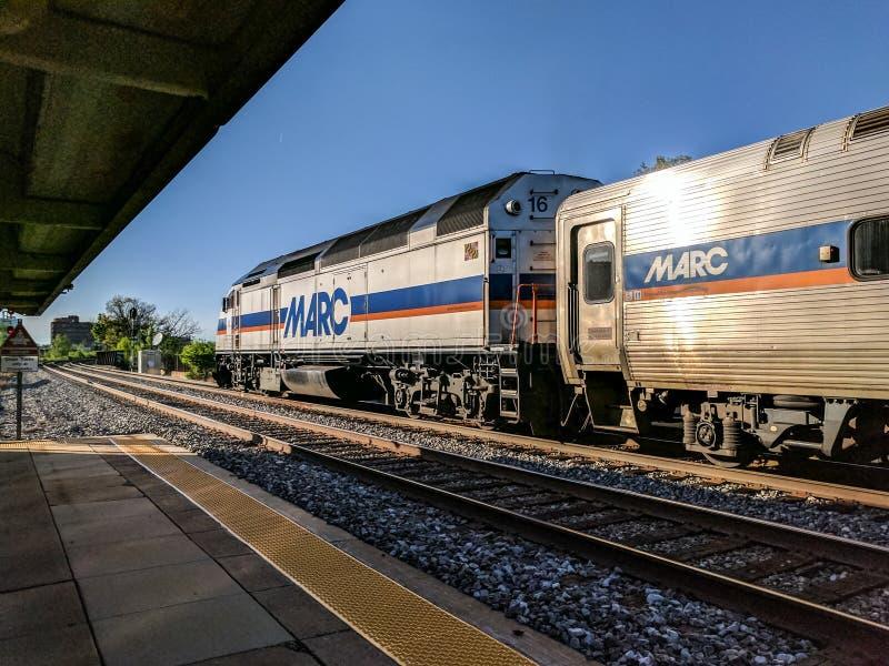 Пригородный поезд МАРК на станции Роквилла Мэриленда стоковое изображение rf