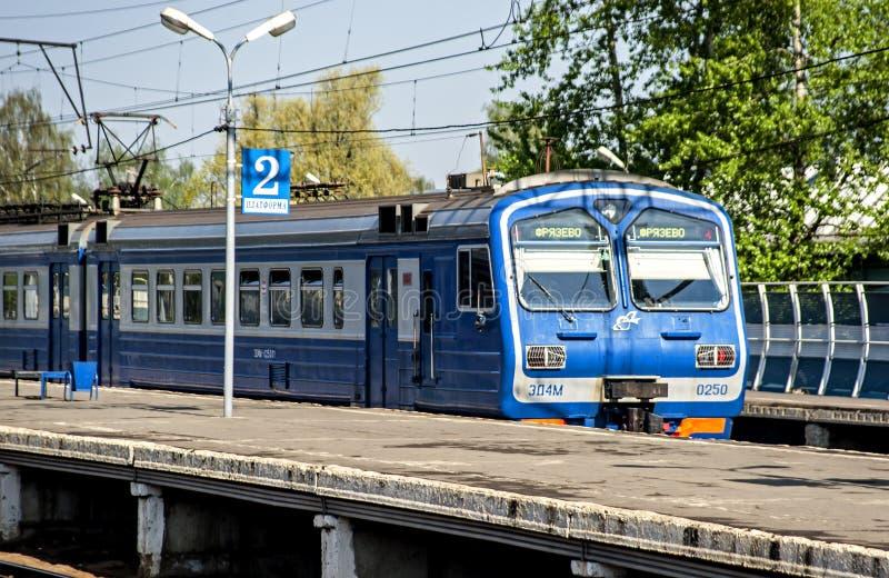Пригородный поезд стоковая фотография