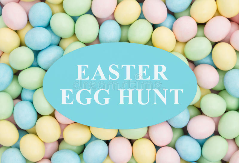 Приглашение к охоте пасхального яйца стоковые фото