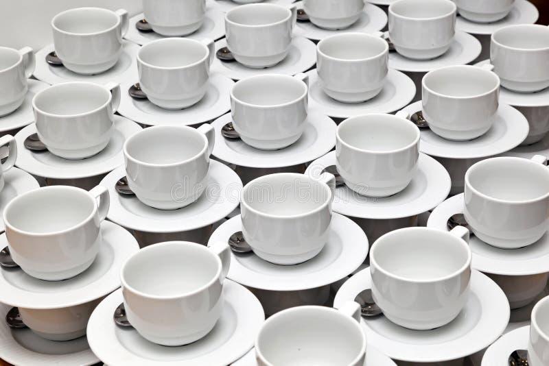 придает форму чашки белизна стоковое изображение
