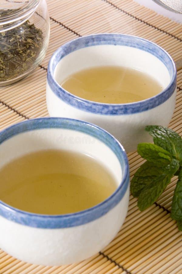 придает форму чашки зеленый чай стоковые фотографии rf