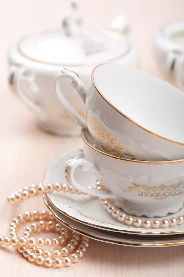 придает форму чашки шикарный чай стоковые фото