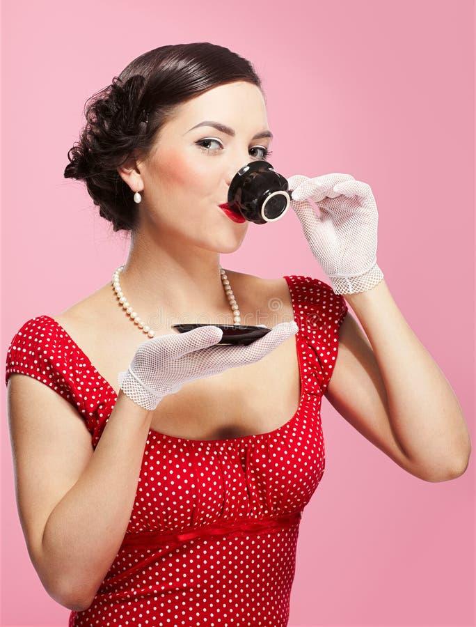 придайте форму чашки чай девушки стоковое фото rf