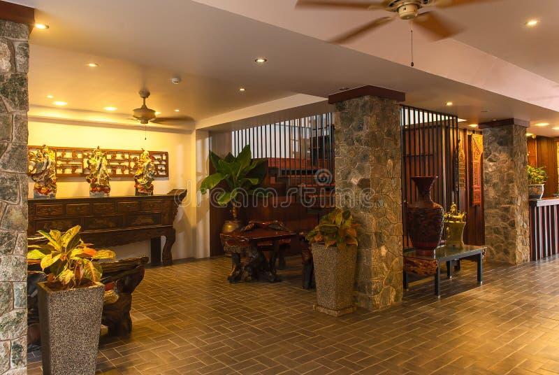 Прием и бассейн тайской гостиницы стоковая фотография rf