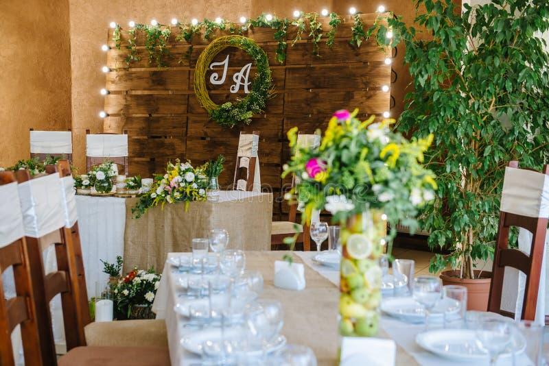 Прием по случаю бракосочетания в деревянном стиле стоковая фотография