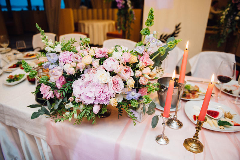 Прием по случаю бракосочетания перед ceremonyn выхода стоковое изображение