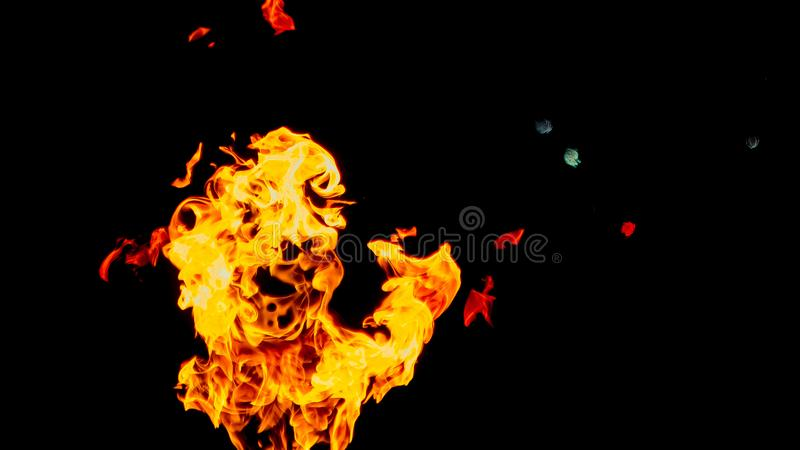 Призрак в форме огня пожар детали предпосылки черный пылает хорошая вертикаль highlights мягко огонь на черной изолированной пред стоковая фотография