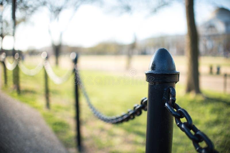 Прикованная загородка металла на фестивале вишневого цвета стоковое фото rf