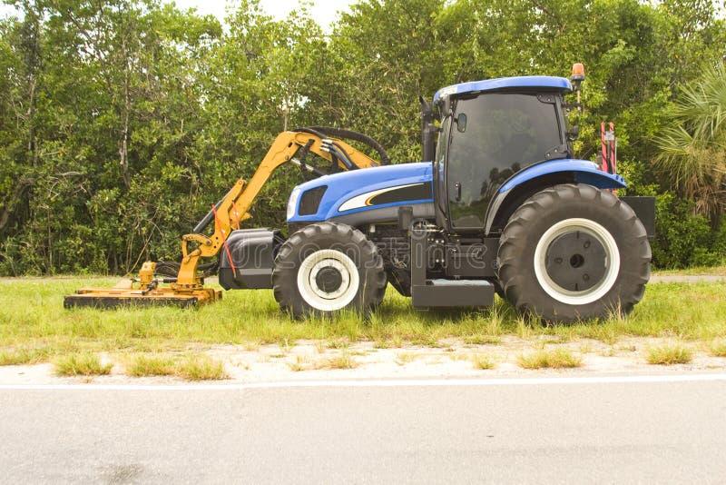 прикрепленный рукояткой трактор косилки стоковая фотография rf