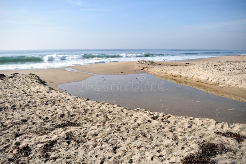 Приливный бассейн на пляже округ Орандж стоковые изображения rf