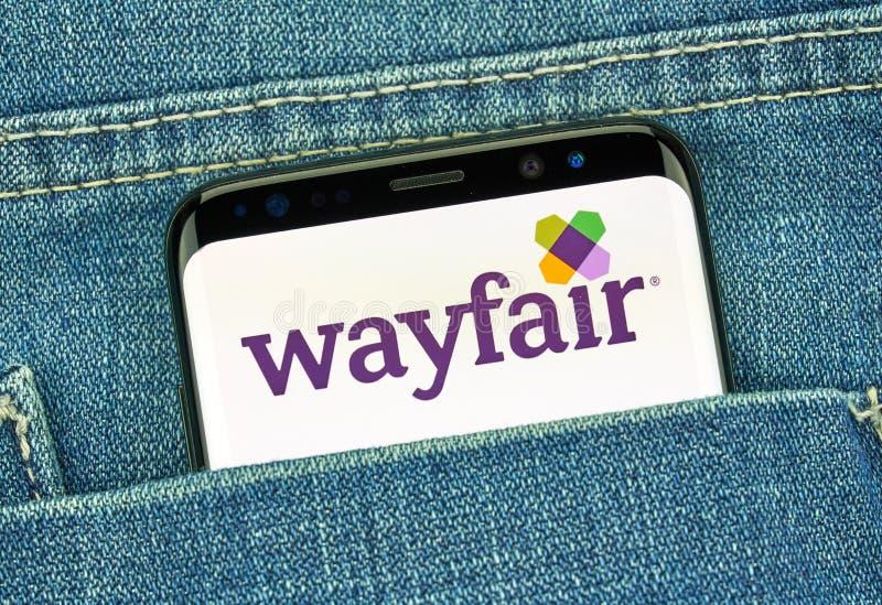 Приложение Wayfair мобильное на Samsung s8 стоковое фото