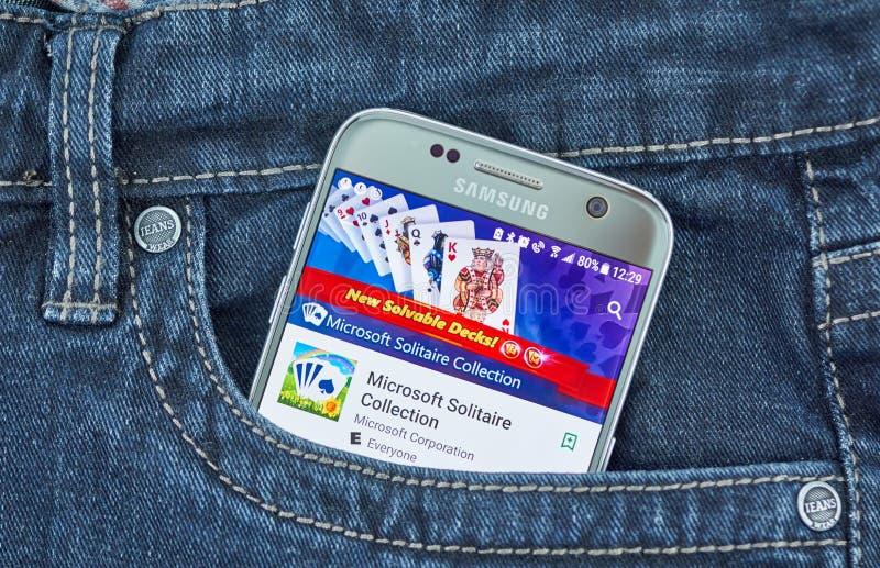 Применение игр собрания пасьянса мобильное на экране Samsung стоковые фотографии rf