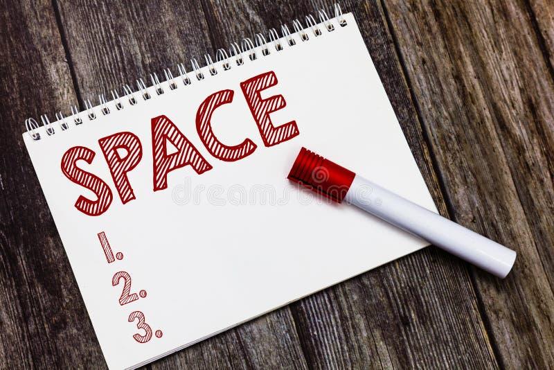 Примечание сочинительства показывая космос Фото дела showcasing непрерывные область или ширь которая свободно доступное незанятое стоковое фото rf