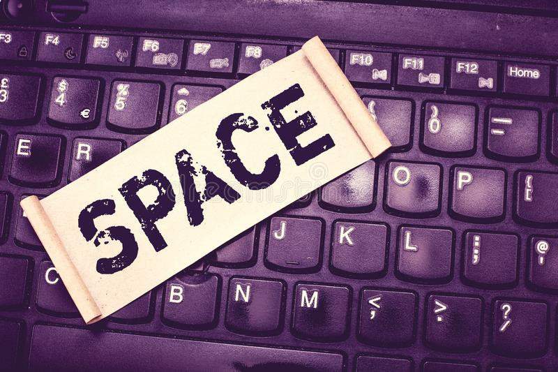 Примечание сочинительства показывая космос Фото дела showcasing непрерывные область или ширь которая свободно доступное незанятое стоковое изображение rf