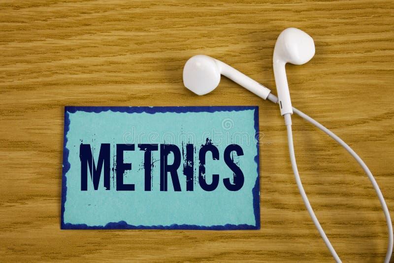 Примечание сочинительства показывая метрическую систему мер Метод фото дела showcasing измерять что-то комплект метров исследован стоковая фотография rf