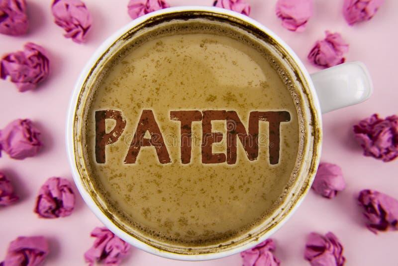 Примечание сочинительства показывая патент Лицензия фото дела showcasing которая дает права для использования продавать делающ пр стоковые изображения rf
