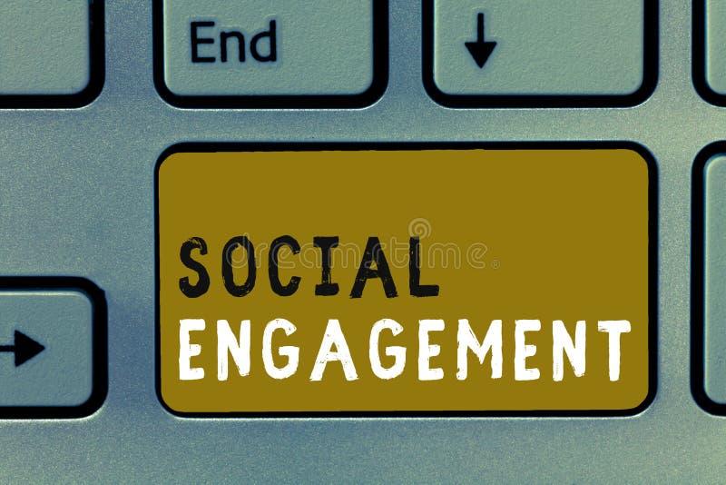 Примечание сочинительства показывая социальное взаимодействие Степень фото дела showcasing захвата в интернет-сообществе или обще стоковые фотографии rf