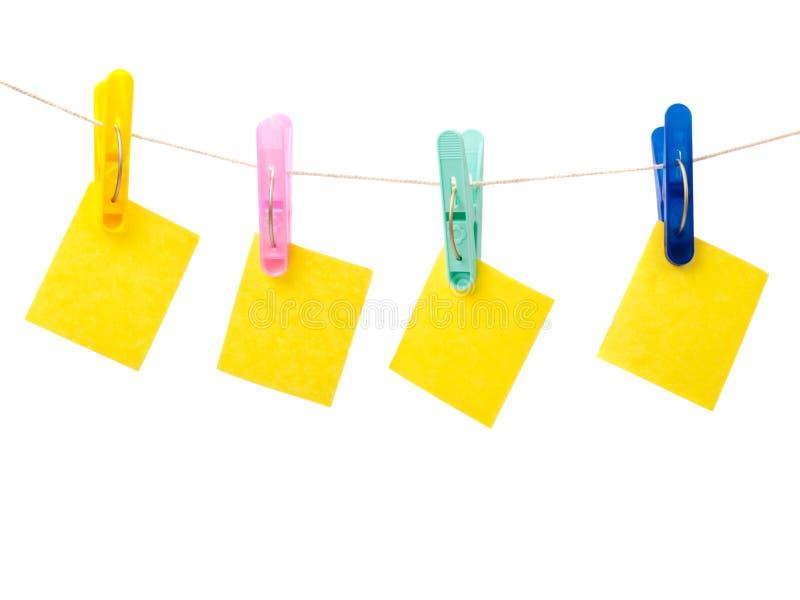 примечание clothespins стоковые изображения rf