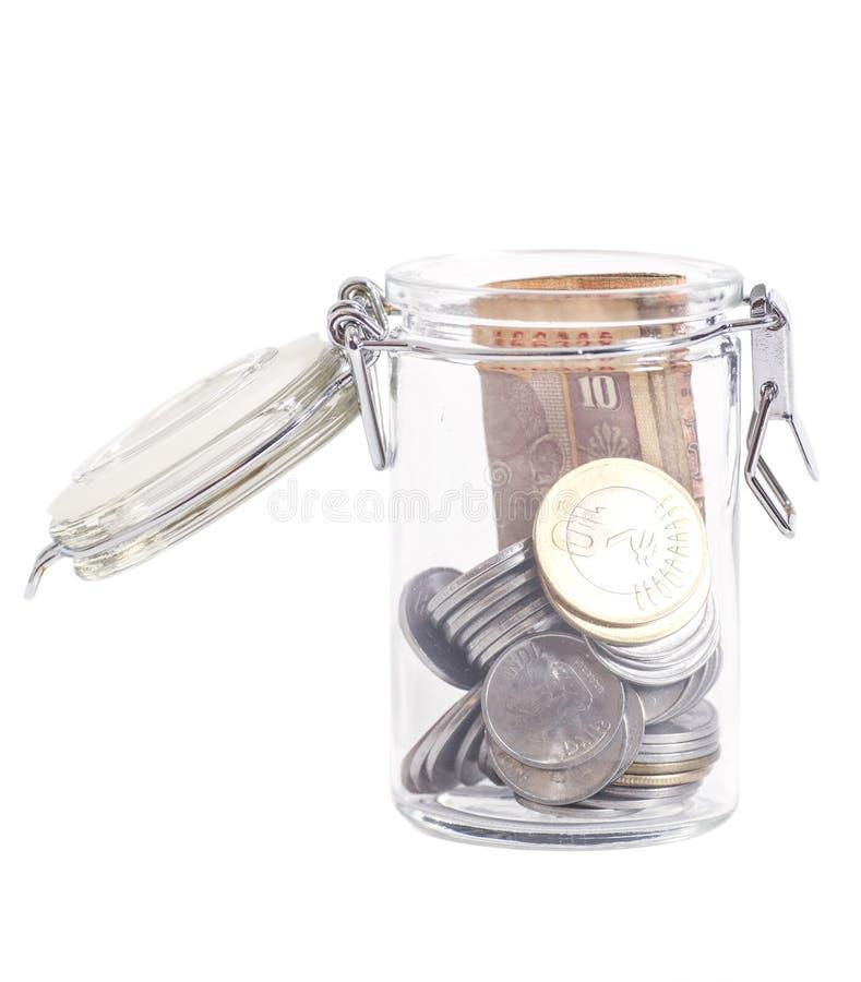 Примечания и монетки рупии валюты денег индийские в стеклянном опарнике стоковое изображение rf