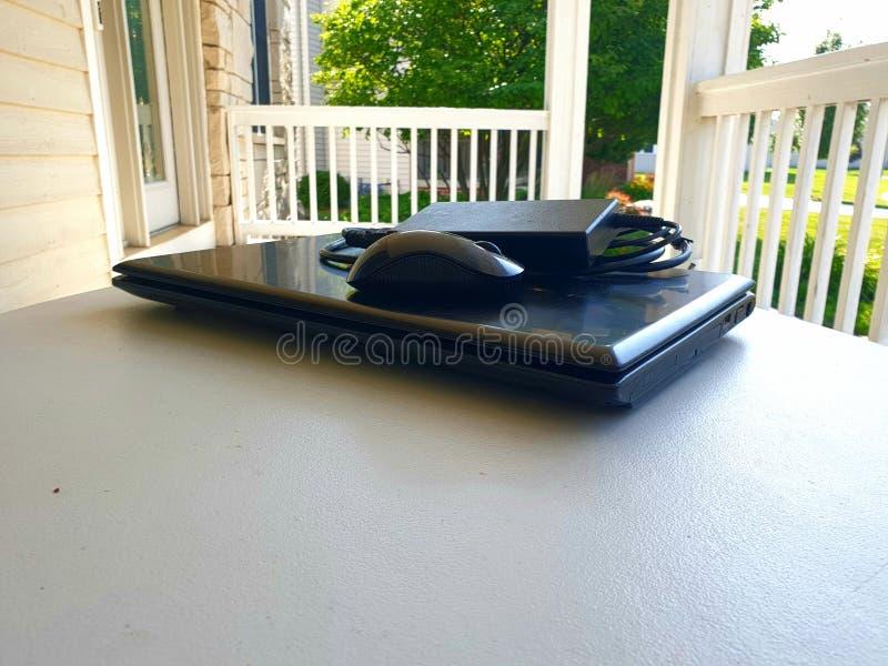 Примите остатки в ленивом дне без ноутбука и деятельности стоковая фотография rf