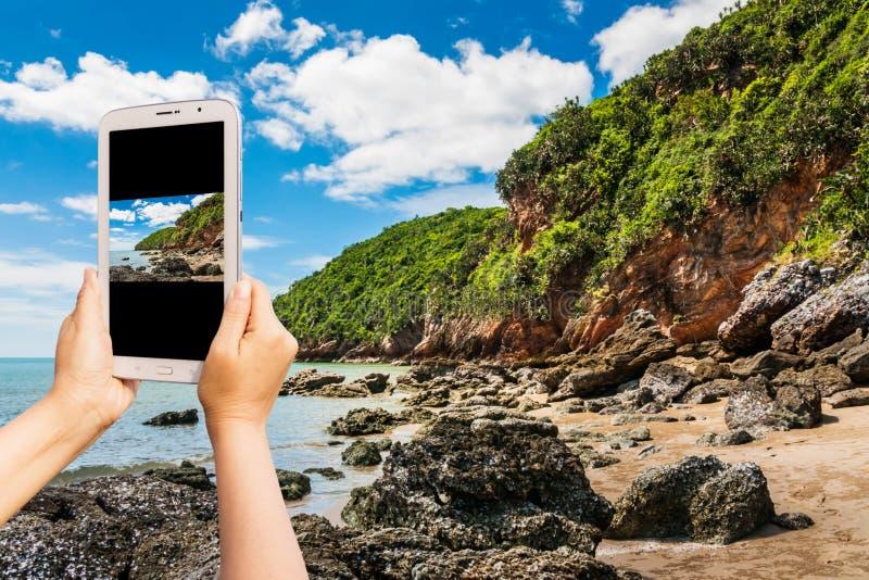 Примите фото на остров на дневном свете стоковые изображения rf