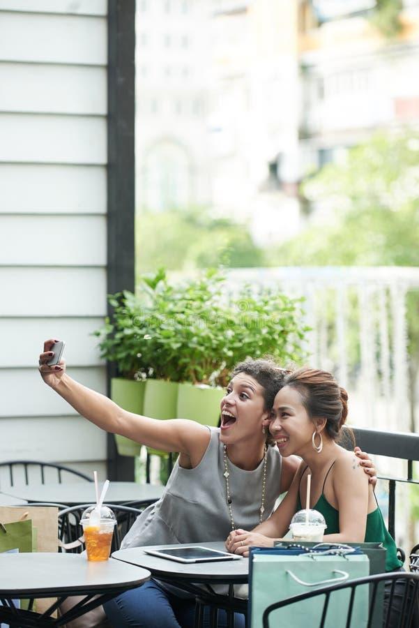 Принимать смешное selfie стоковая фотография