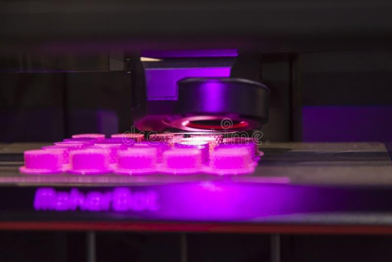 Принтер Makerbot Replicator 3D стоковые изображения rf