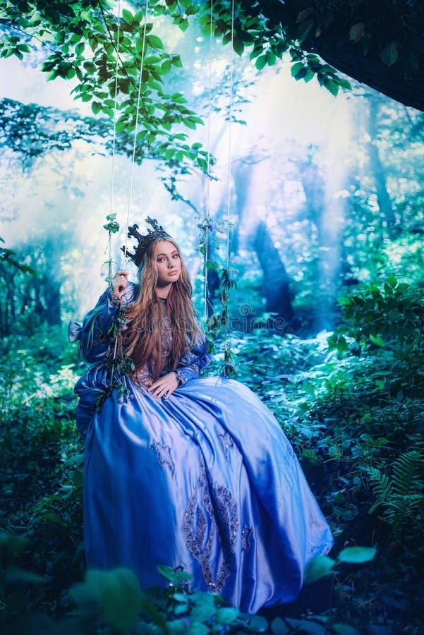 Принцесса в волшебном лесе стоковые изображения rf