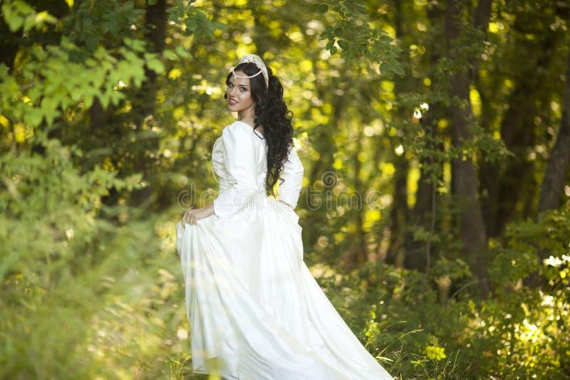 Принцесса в лесе стоковое изображение rf