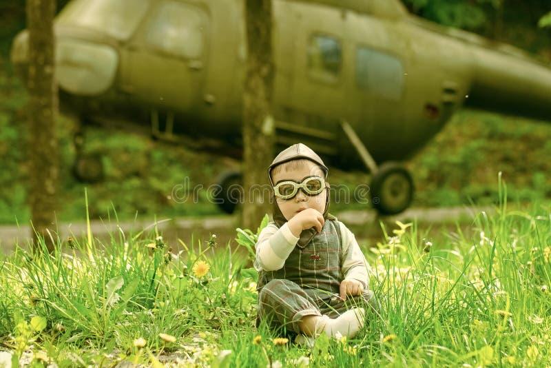 принципиальная схема детства счастливая стоковые изображения rf