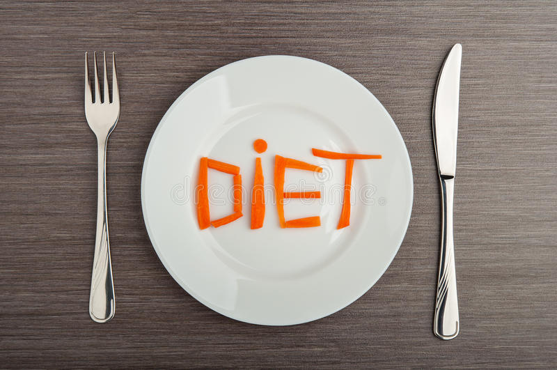 Принципиальная схема диетпитания. еда конструкции. моркови диетпитания слова на плите стоковые фото