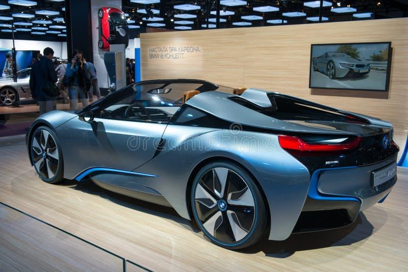 Принципиальная схема BMW i8 Spyder - европейская премьера стоковые изображения