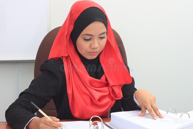 Принципиальная схема дела Muslimah стоковые фотографии rf