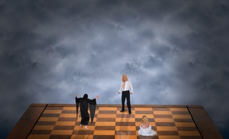 Принципиальная схема хорошего зла сражения, сексуальный человек сохраняет конспект женщины стоковое фото