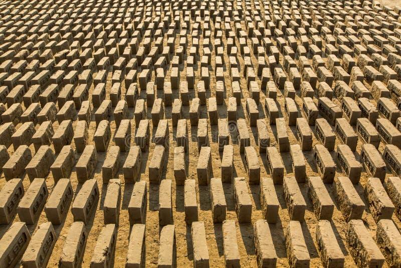 Приобъектная местная фабрика кирпича Обзор нашел 74 печи в районе Bhaktapur KTM стоковые изображения rf