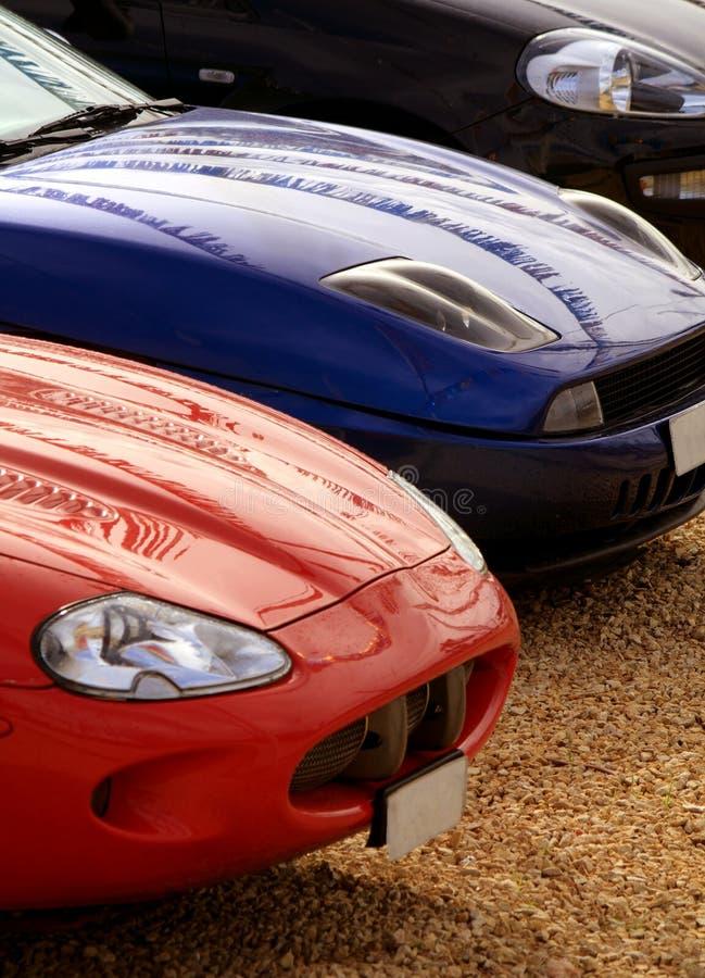 Припаркованные автомобили спортов стоковая фотография