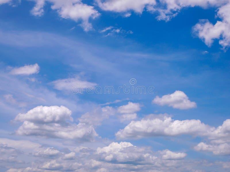 Природа белого облака голубого неба красивая стоковое изображение rf