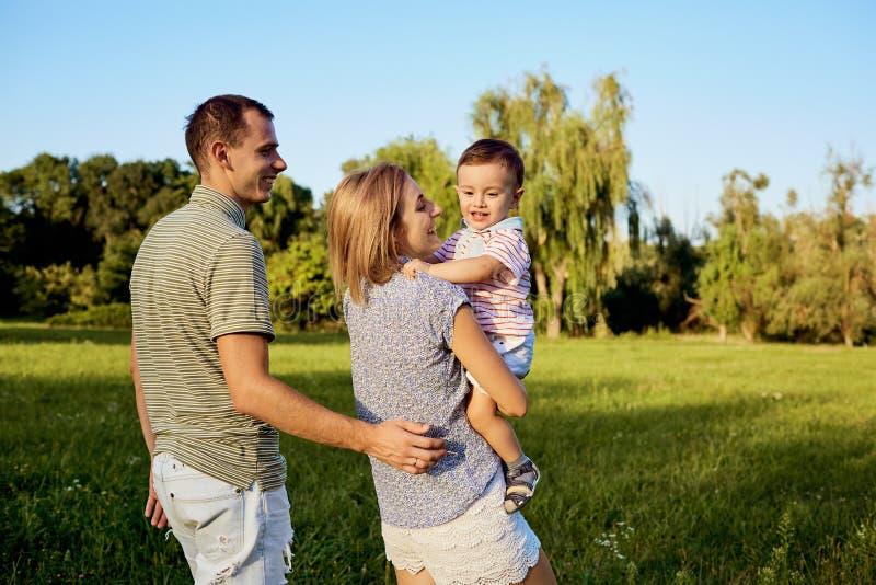 природа семьи счастливая стоковое фото rf
