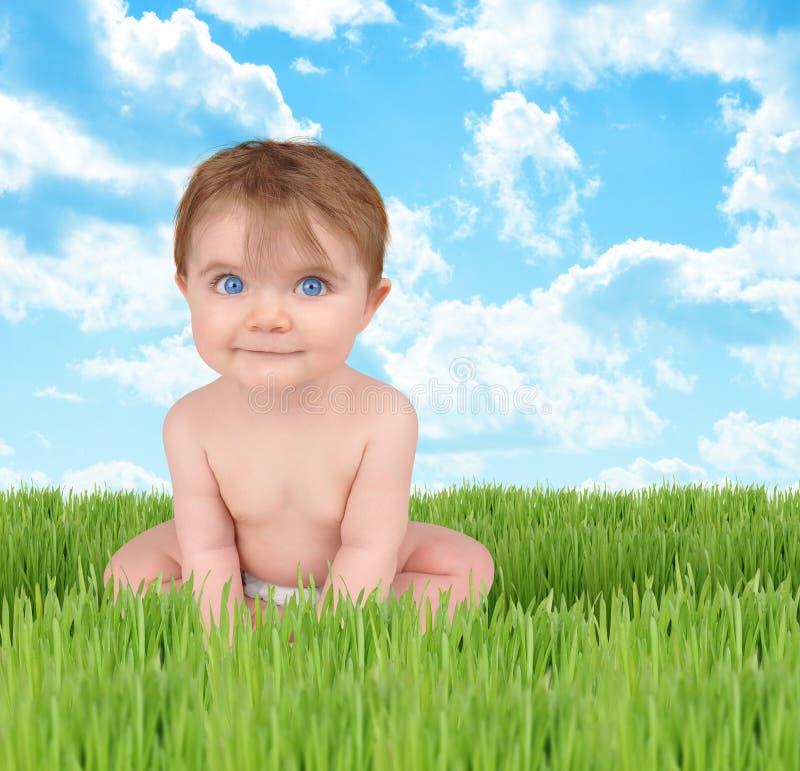 природа травы младенца счастливая стоковые изображения rf