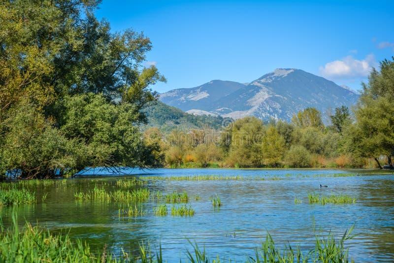 Природный заповедник озера Posta Fibreno, в провинции Фрозиноне, Лацио, Италия стоковое изображение