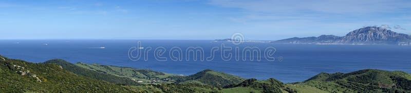 Природный парк Mirador del Estrecho в Тарифе с взглядами держателя Musa на побережье Африки стоковая фотография rf